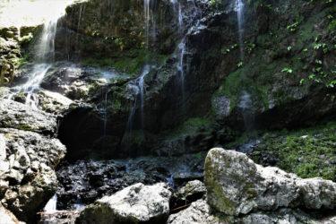 「軍師官兵衛」のタイトルバックのロケ地にある滝で癒される。|兵庫県佐用町「飛龍の滝」